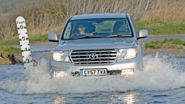最旧的司机最有可能通过洪水驾驶