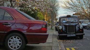 停车警戒赚取10英镑的新应用程序非法停放的汽车