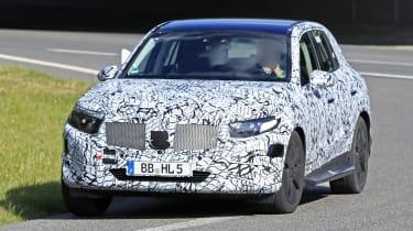 新的2022梅赛德斯GLC对竞争对手奥迪Q5和BMW X3,具有光滑的新外观
