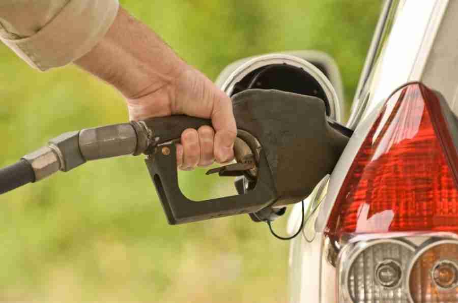 自2015年7月以来,汽油和柴油价格首次增加英国