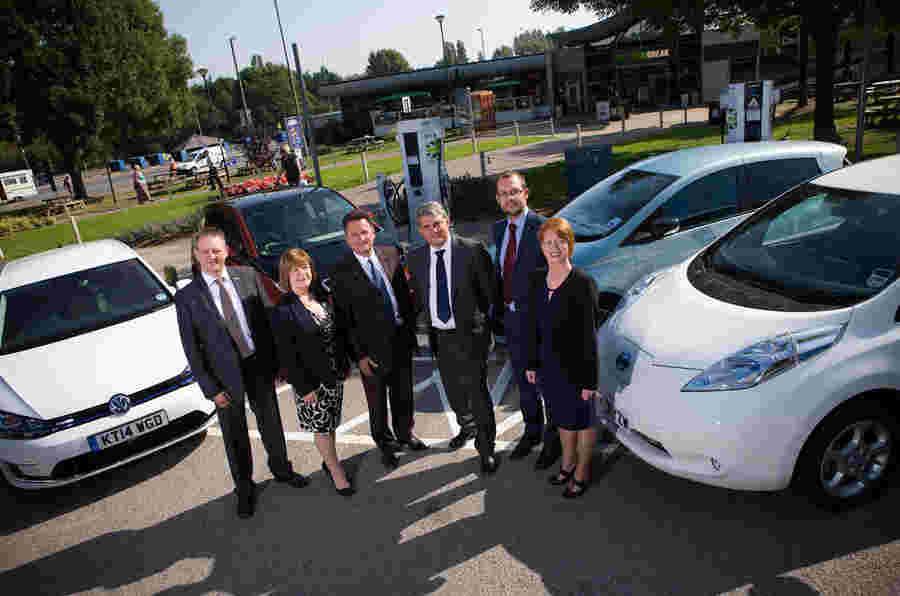 新的快速充电电动汽车网络完成